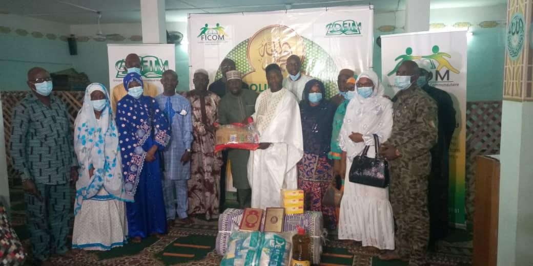 ramadan-2021-la-fondation-du-cheick-imam-magassouba-fait-des-dons-a-la-communaute-musulmane-de-la-maca