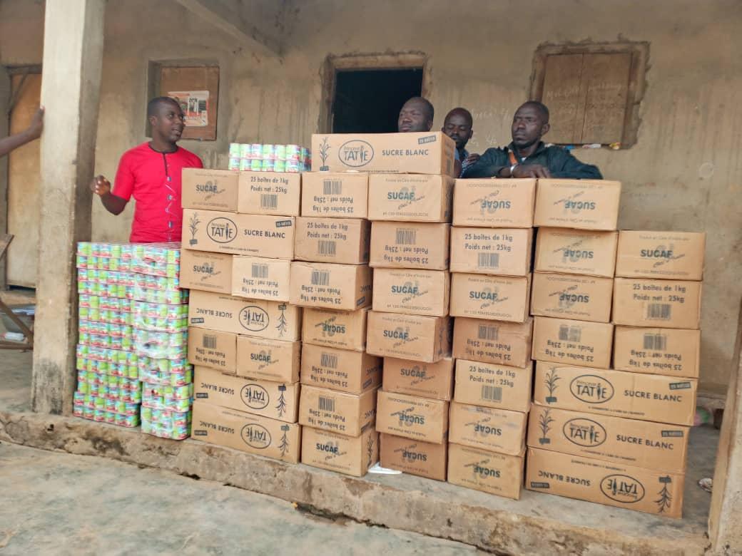 region-du-bere-le-ministre-moussa-dosso-fait-don-de-15-millions-de-sucre-et-de-lait