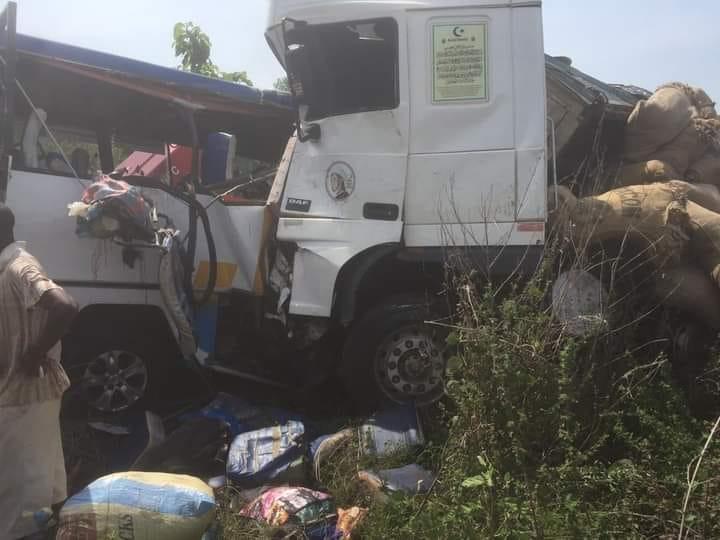 collision-entre-un-camion-et-un-vehicule-de-transport-14-blesses-graves-evacues-a-lhopital-general-de-katiola