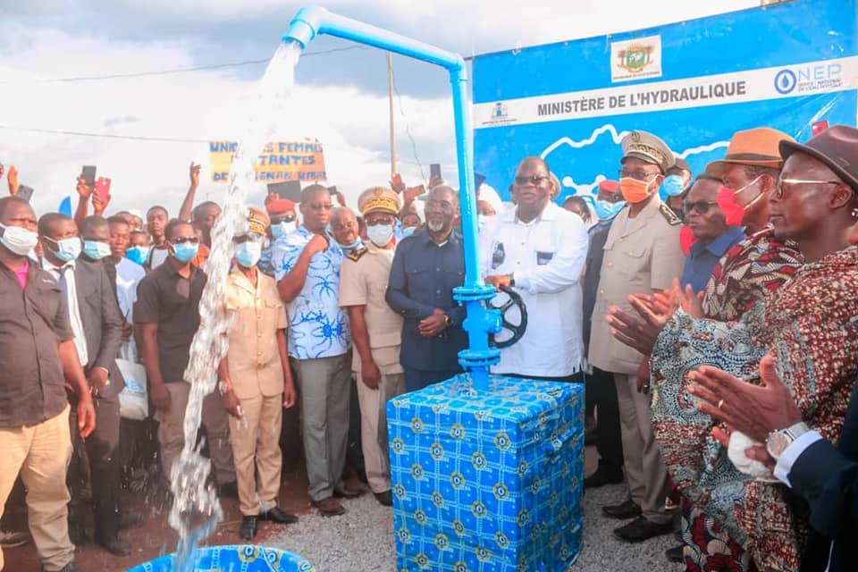 acces-a-leau-potable-dans-la-region-du-goh-laurent-tchagba-dote-deux-villages-de-gagnoa-en-infrastructures