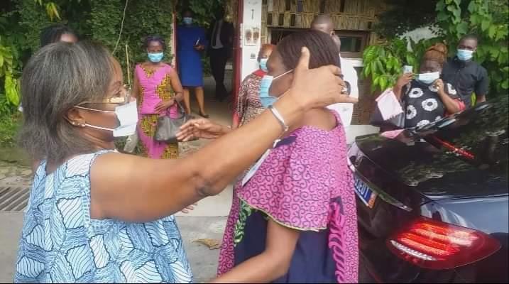 apres-10-ans-dexil-mmes-koudou-jeanette-et-simone-ehivet-gbagbo-se-rencontrent