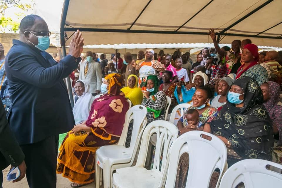 difficultes-dacces-a-leau-potable-le-ministre-laurent-tchagba-rassure-les-populations-de-deux-quartiers-danyama