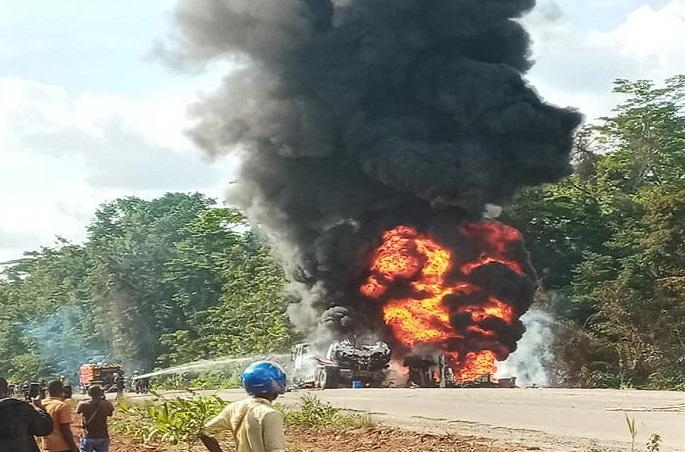 logouale-explosion-de-deux-camions-citernes-transportant-du-carburant