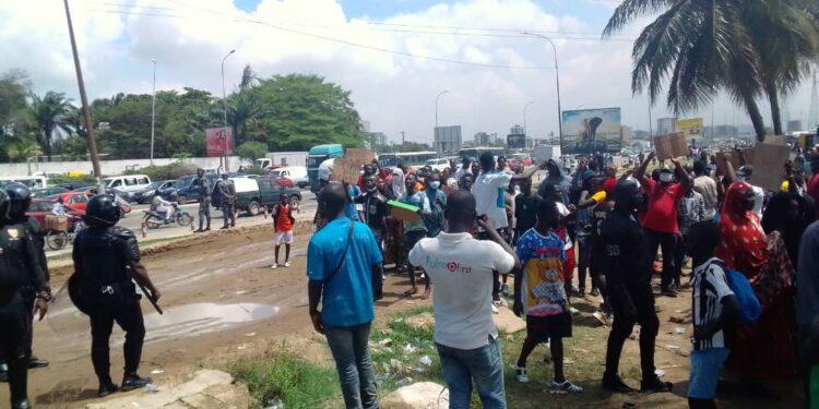 retour-de-gbagbo-le-collectif-des-victimes-manifeste-a-port-bouet-voir-images