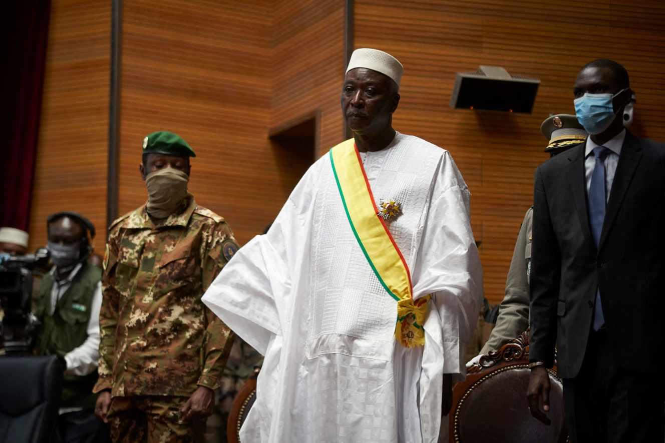 au-mali-le-president-et-le-premier-ministre-de-transition-ont-demissionne