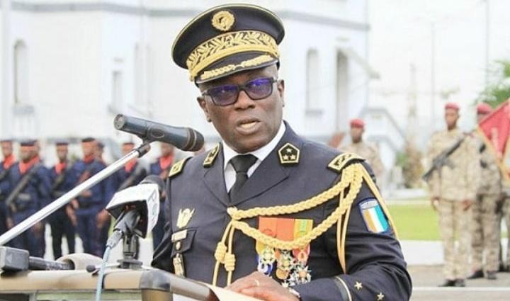 le-cemga-lassina-doumbia-presente-le-nouveau-plan-de-depart-volontaire-des-militaires