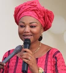 action-caritative-des-ministres-ivoiriens-soutiennent-la-construction-dune-maison-pour-des-veuves-et-orphelins