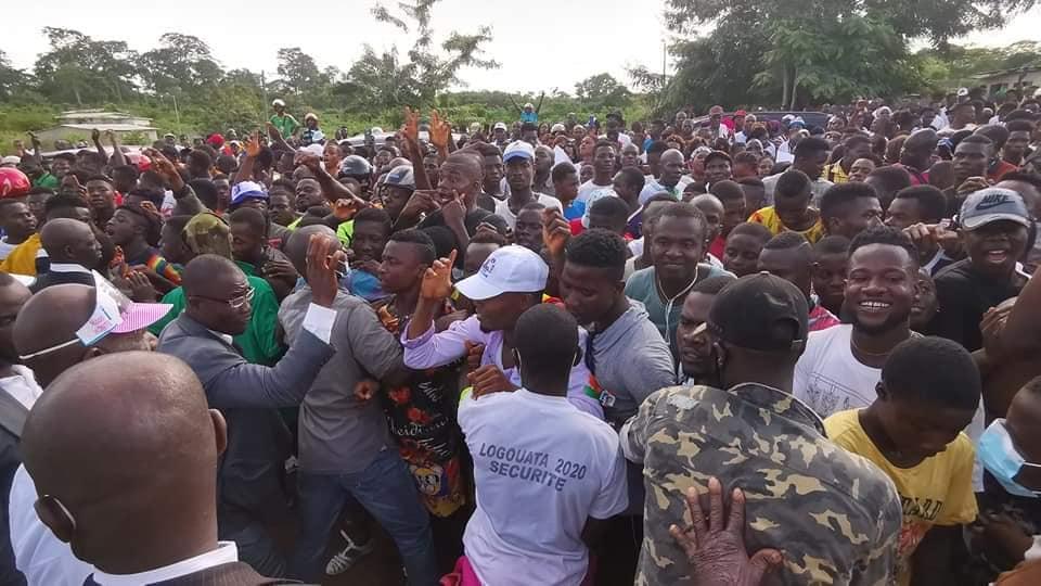10-jours-apres-son-arrivee-laurent-gbagbo-foule-de-nouveau-le-sol-de-mama-son-village-natal