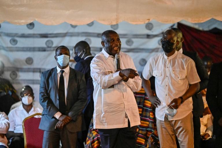 en-visite-a-mama-son-village-natal-laurent-gbagbo-exprime-sa-reconnaissance-a-nady-bamba