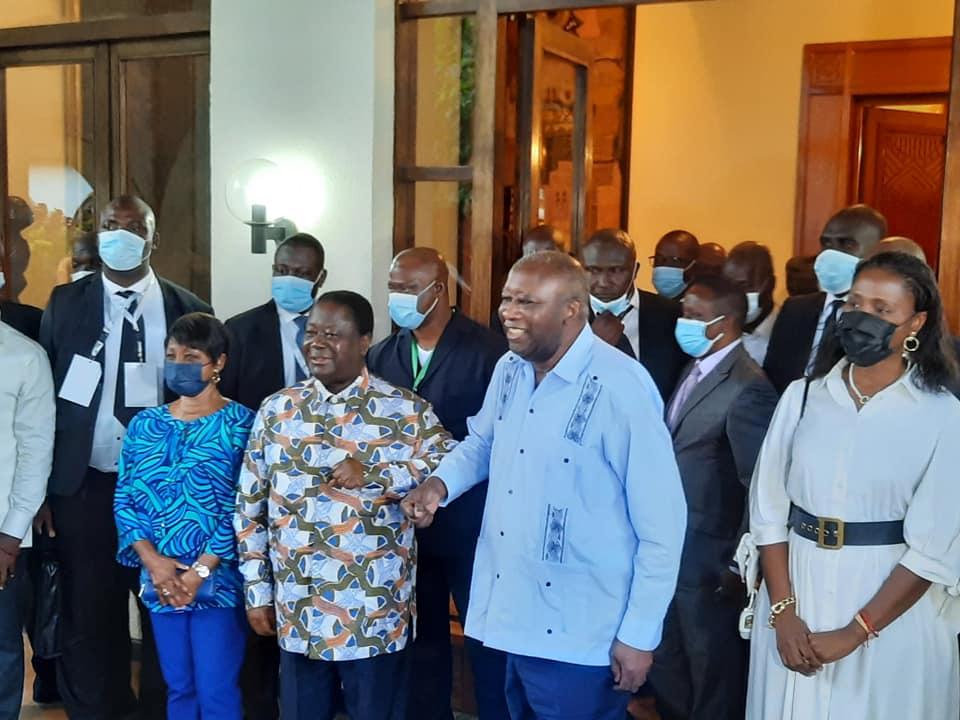 bedie-et-gbagbo-main-dans-la-main-pour-le-retour-dune-paix-definitive-et-durable-en-cote-divoire