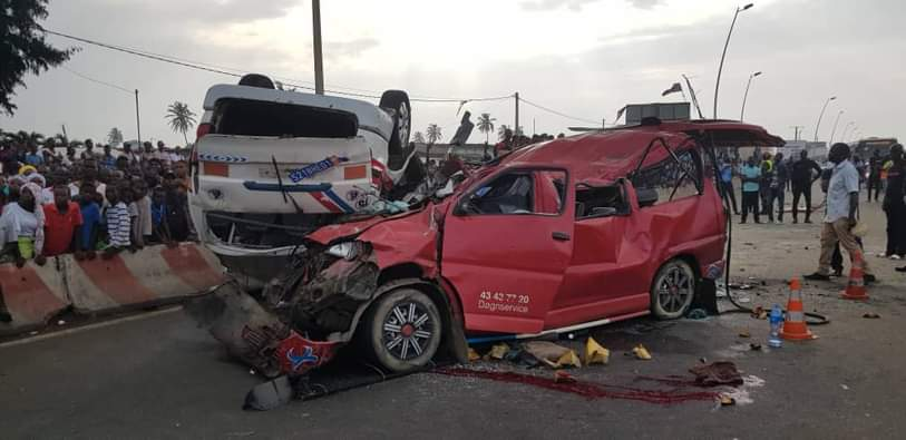port-bouet-une-collision-entre-02-minicars-de-transport-fait-16-victimes-dont-3-deces-certains-pompiers