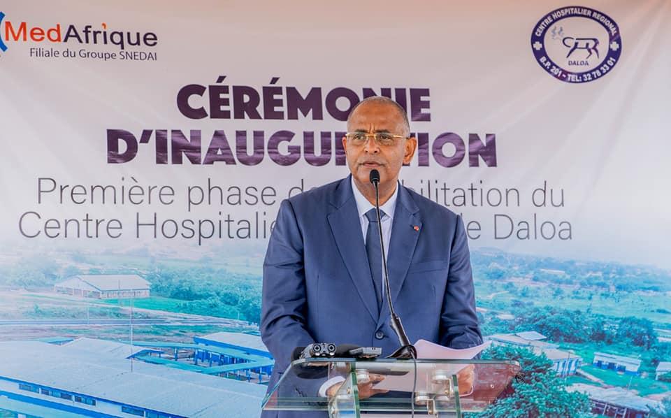sante-le-premier-ministre-patrick-achi-livre-huit-batiments-renoves-et-equipes-du-chr-de-daloa