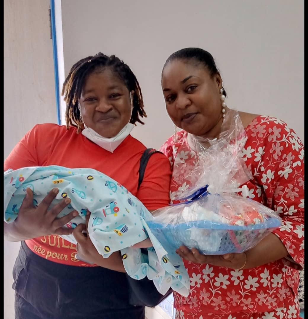 pour-son-anniversaire-une-citoyenne-ivoirienne-soulage-de-nombreuses-nouvelles-mamans