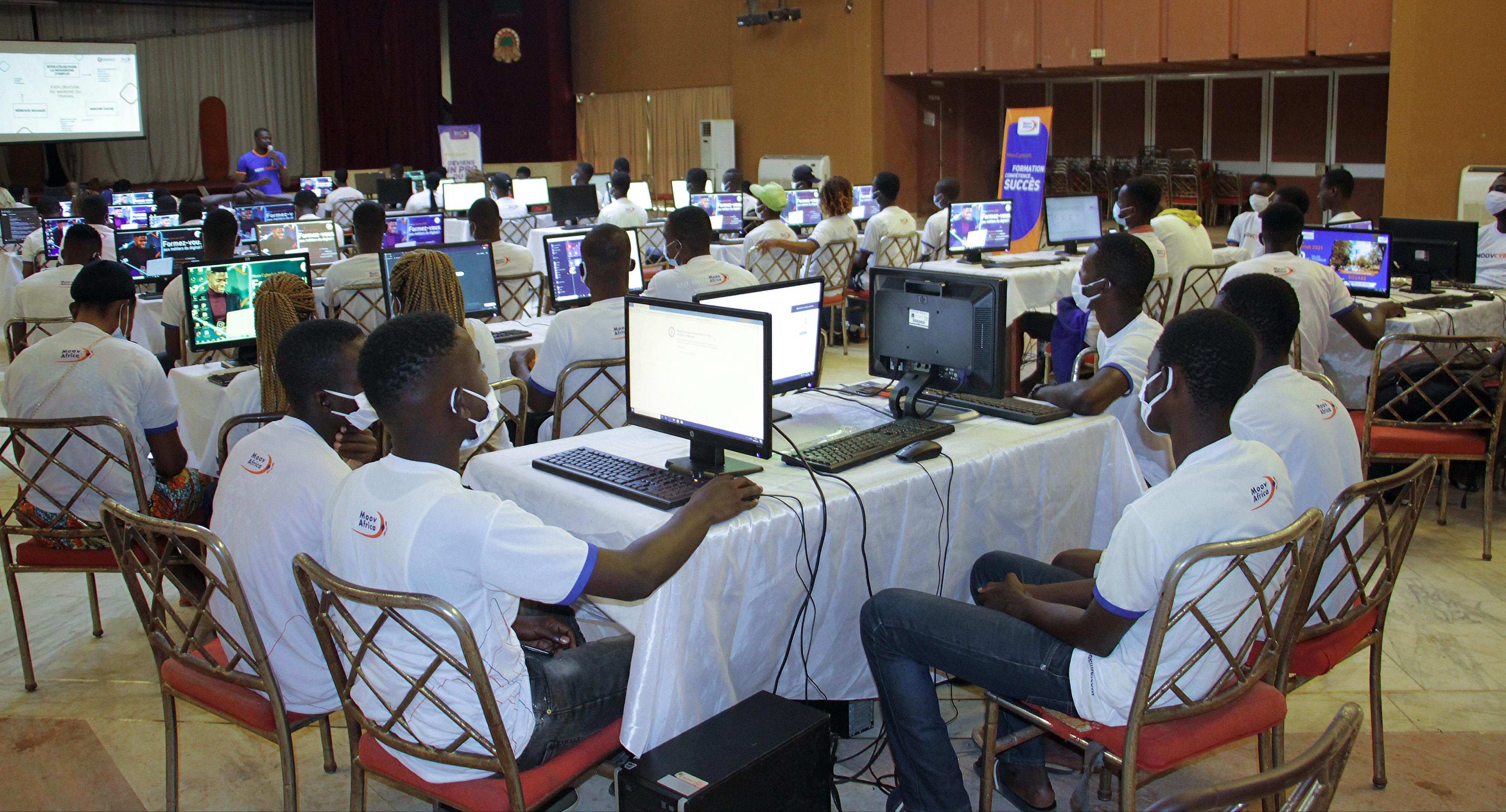 metiers-du-numerique-et-du-digital-plus-de-700-jeunes-dabengourou-bouake-et-yamoussoukro-formes