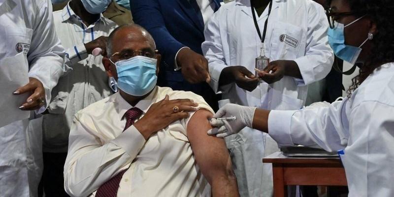 lutte-contre-le-covid-19-le-premier-ministre-patrick-achi-invite-les-populations-a-se-faire-vacciner