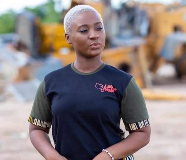 une-animatrice-ivoirienne-sequestree-a-laeroport-du-gabon-le-recit-de-yann-bahou-qui-affole-la-toile