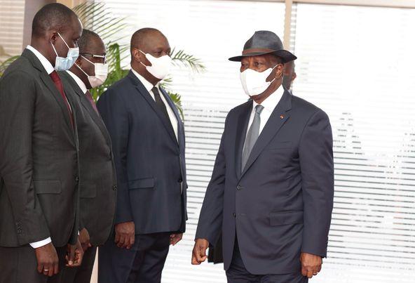 guinee-le-president-ouattara-membre-dune-mission-de-haut-niveau-pour-negocier-le-sort-dalpha-conde