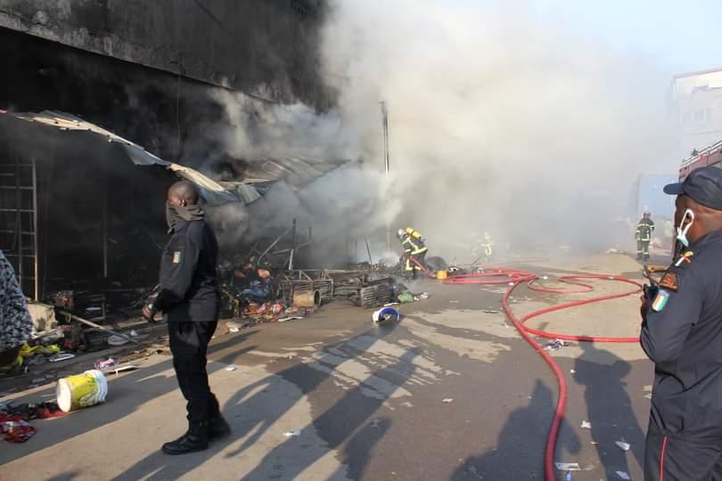 adjame-un-incendie-ravage-plusieurs-magasins-au-marche-dabanani
