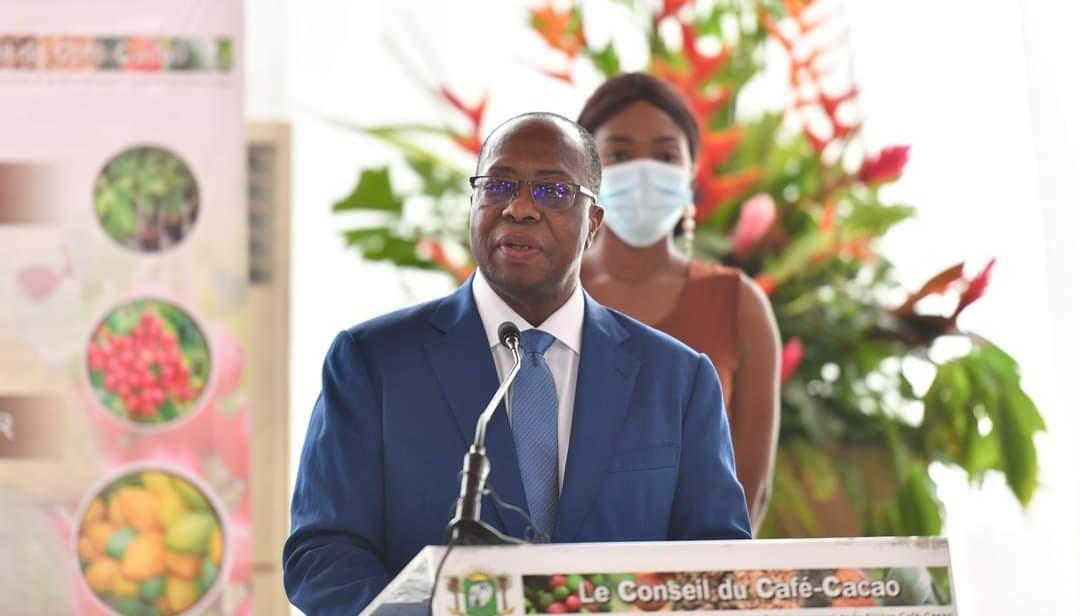 cacao-le-prix-du-kilogramme-fixe-a-825-fcfa-pour-la-campagne-2021-2022
